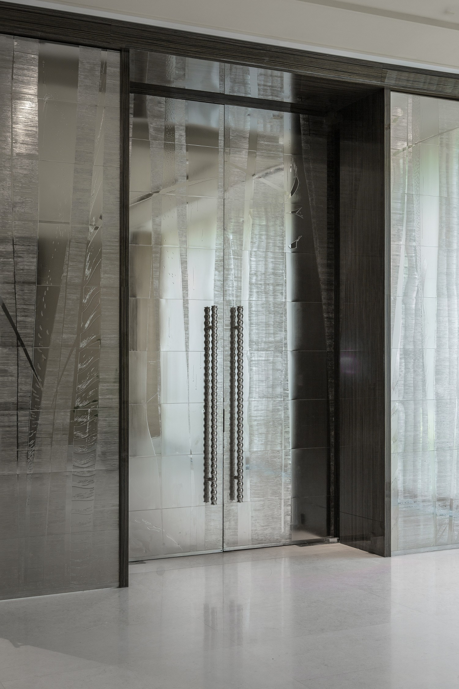 InterContinental-Geneva-Hotel-Art-Exhibitions-Christian-Heckscher-for-Christofle