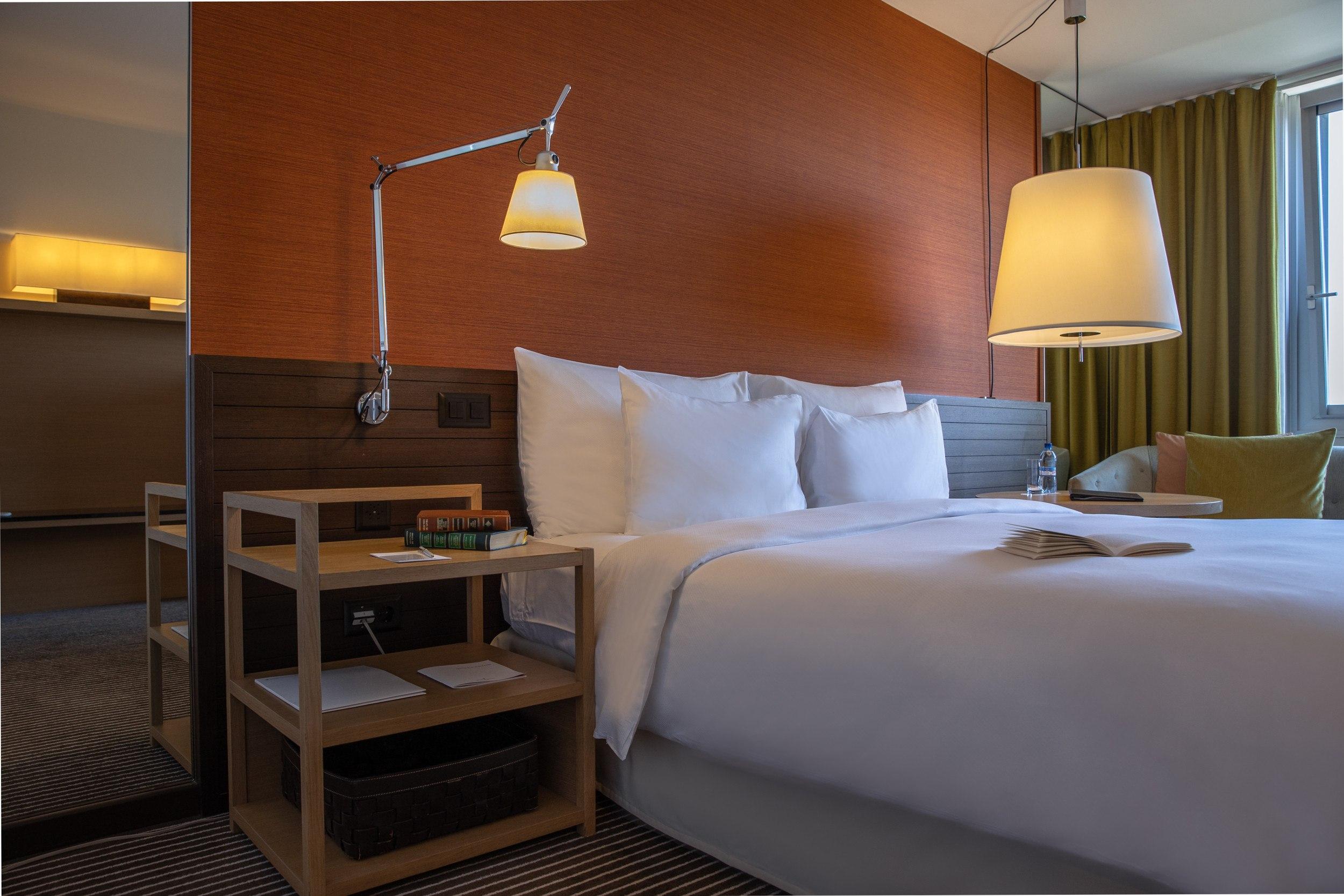 InterContinental-Geneva-Hotel-Deluxe-room-2