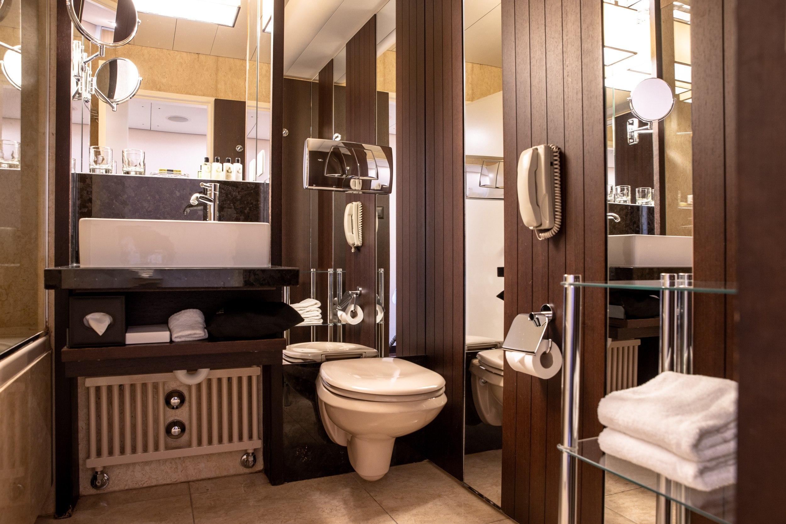 InterContinental-Geneva-Hotel-Deluxe-room-3