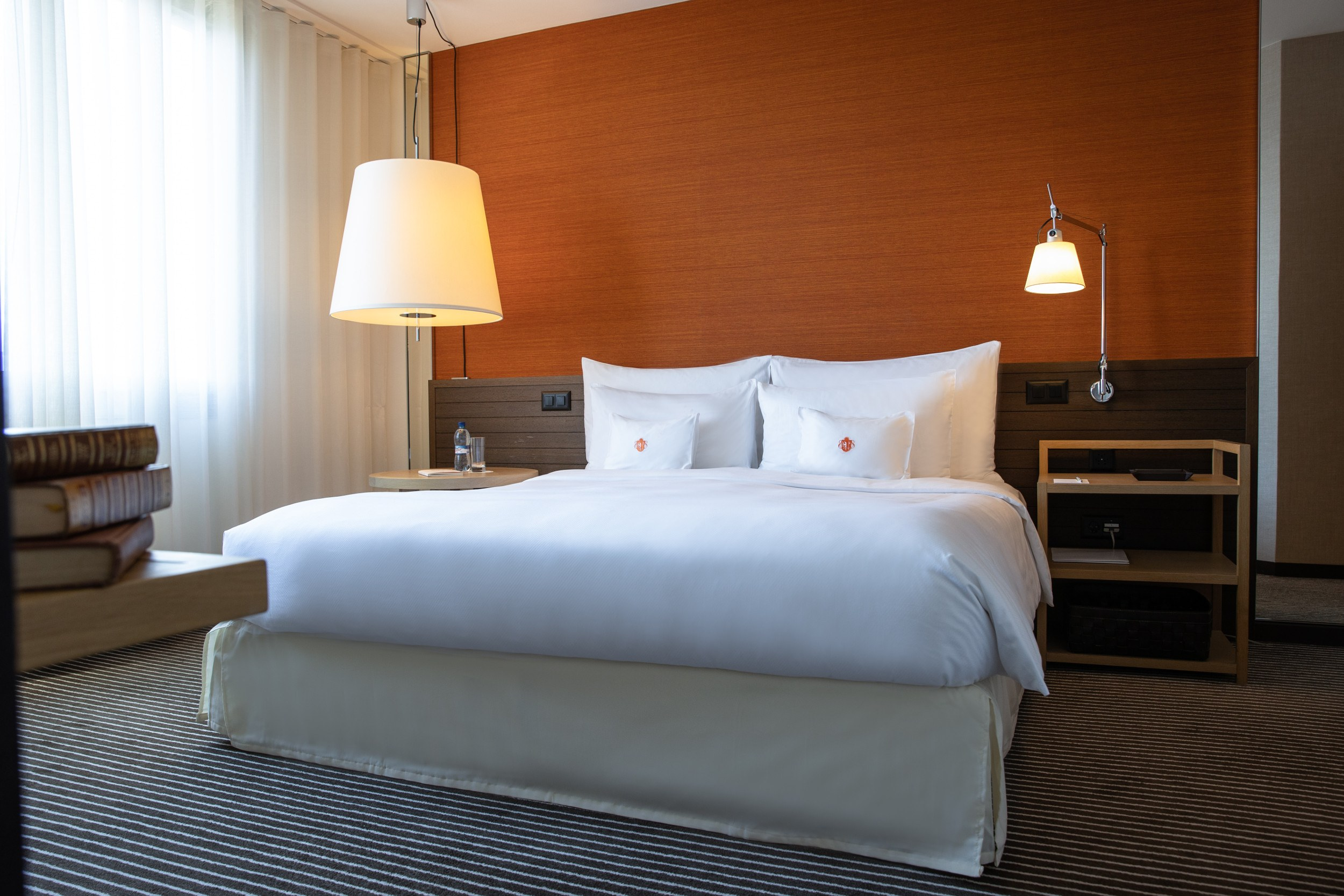InterContinental-Geneva-Hotel-Deluxe-suite-2
