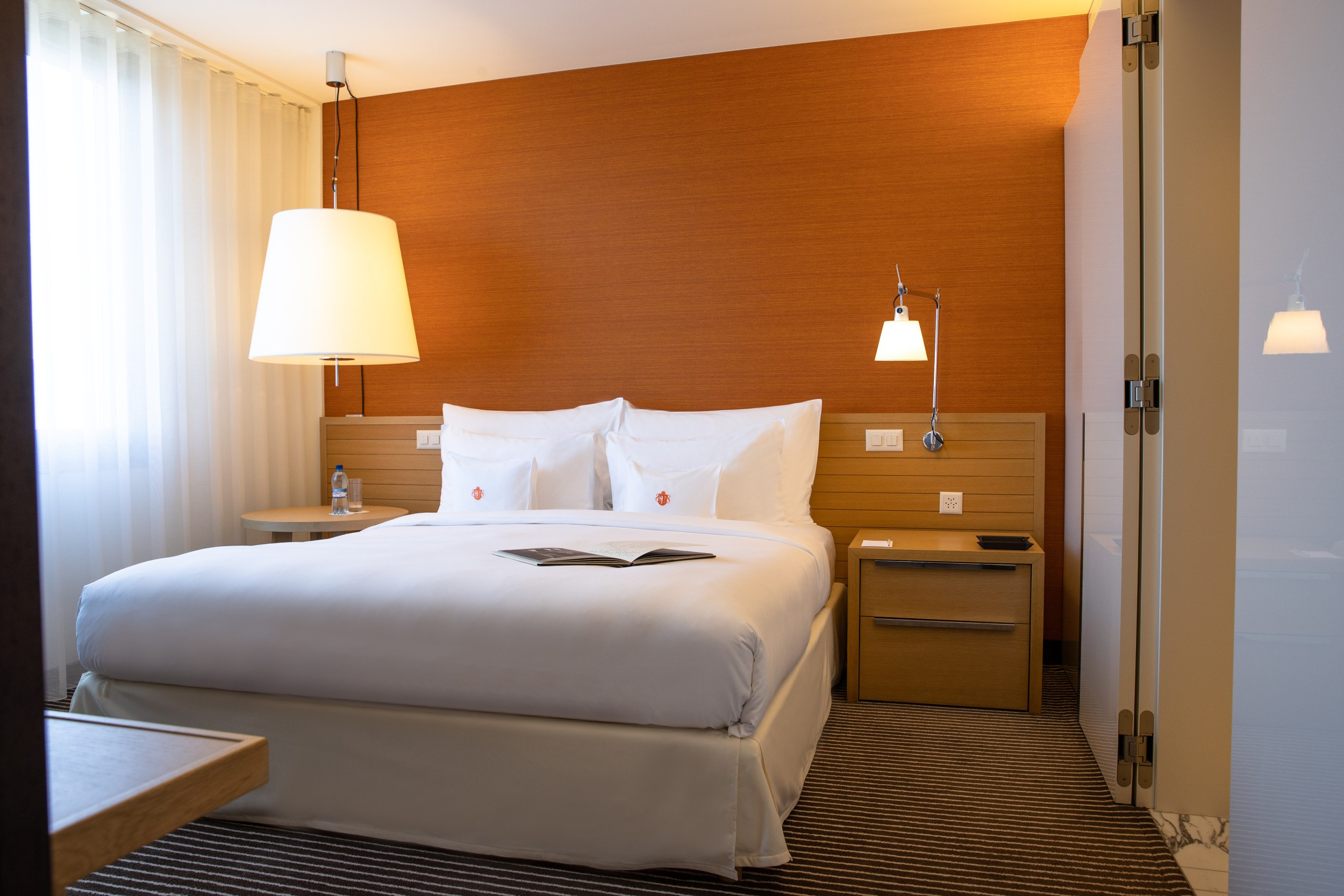 InterContinental-Geneva-Hotel-Executive-lake-view-suite-1