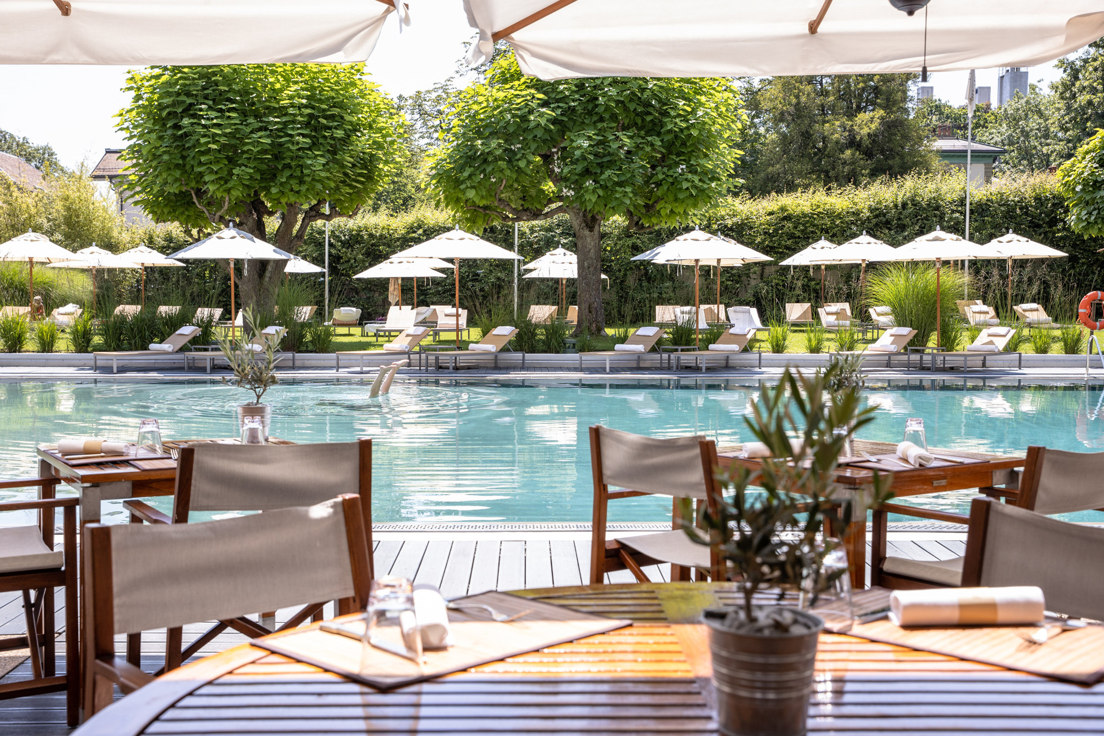 InterContinental-Geneva-Hotel-Poolside-restaurant-3