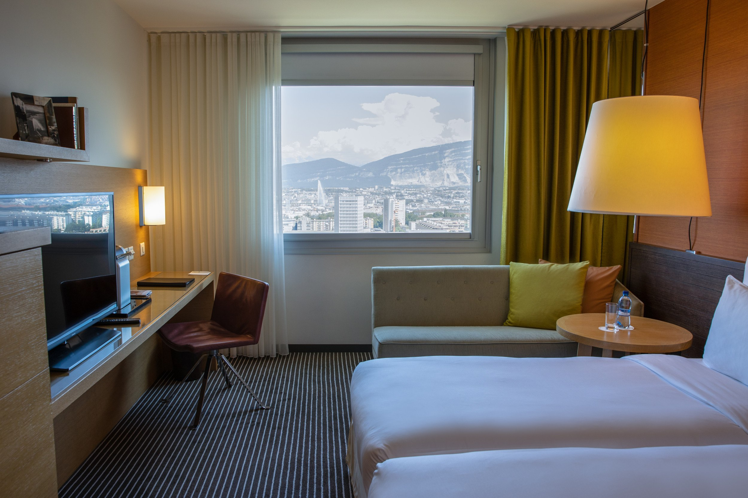 InterContinental-Geneva-Hotel-Superior-lake-view-room-2