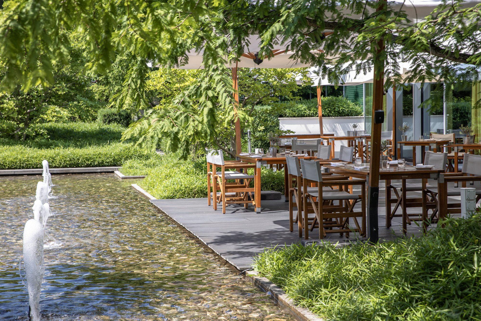 InterContinental-Geneva-Hotel-Wood-restaurant-2