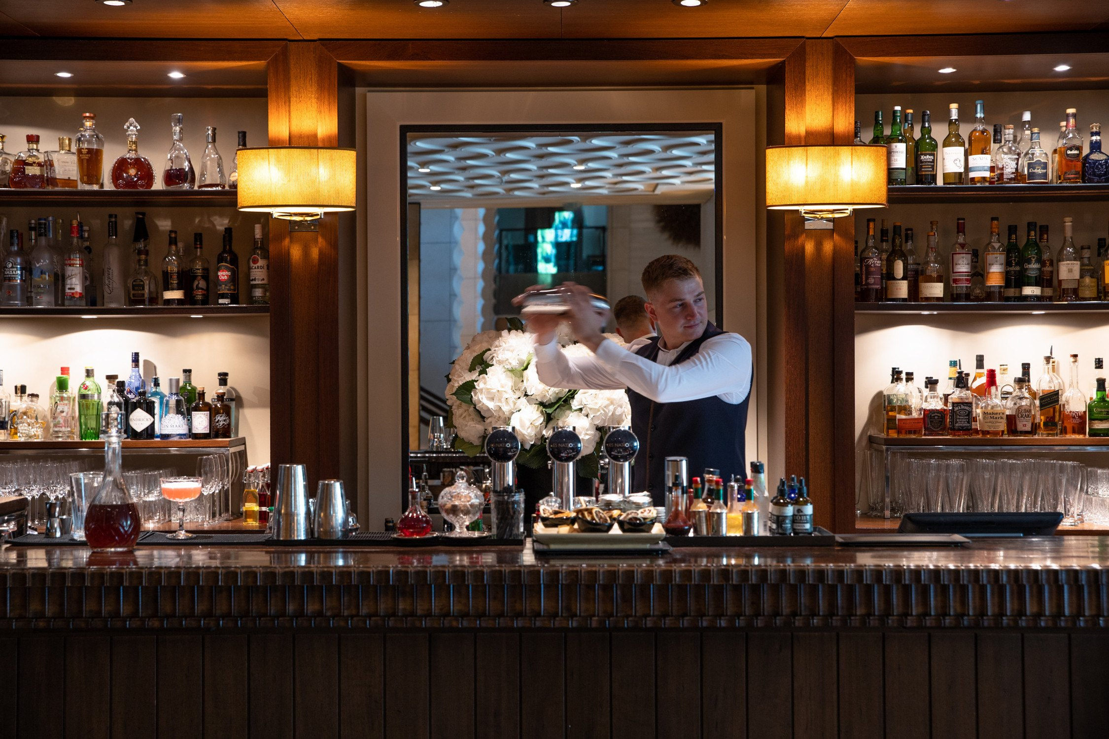 InterContinental-Geneva-Suisse-Hotel-les-Nations-bar-2