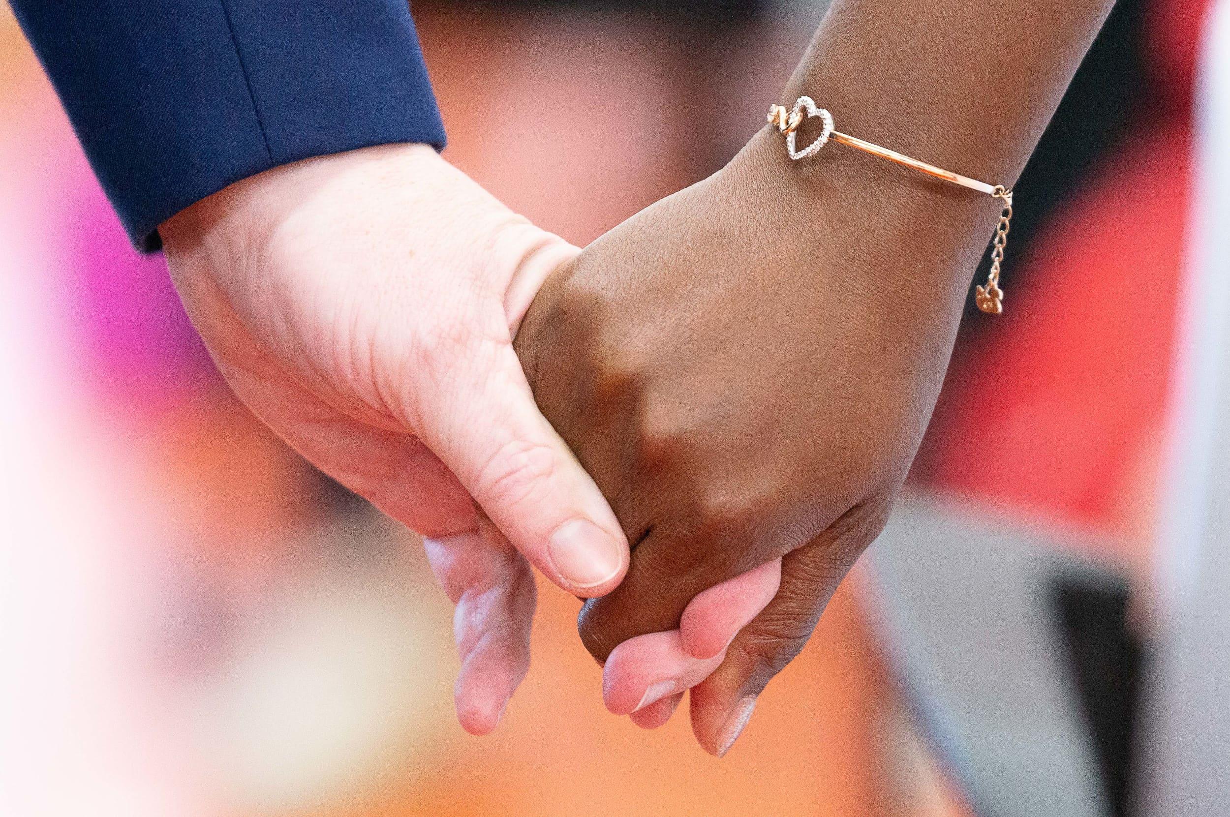 intercontinental-geneva-weddings-hands