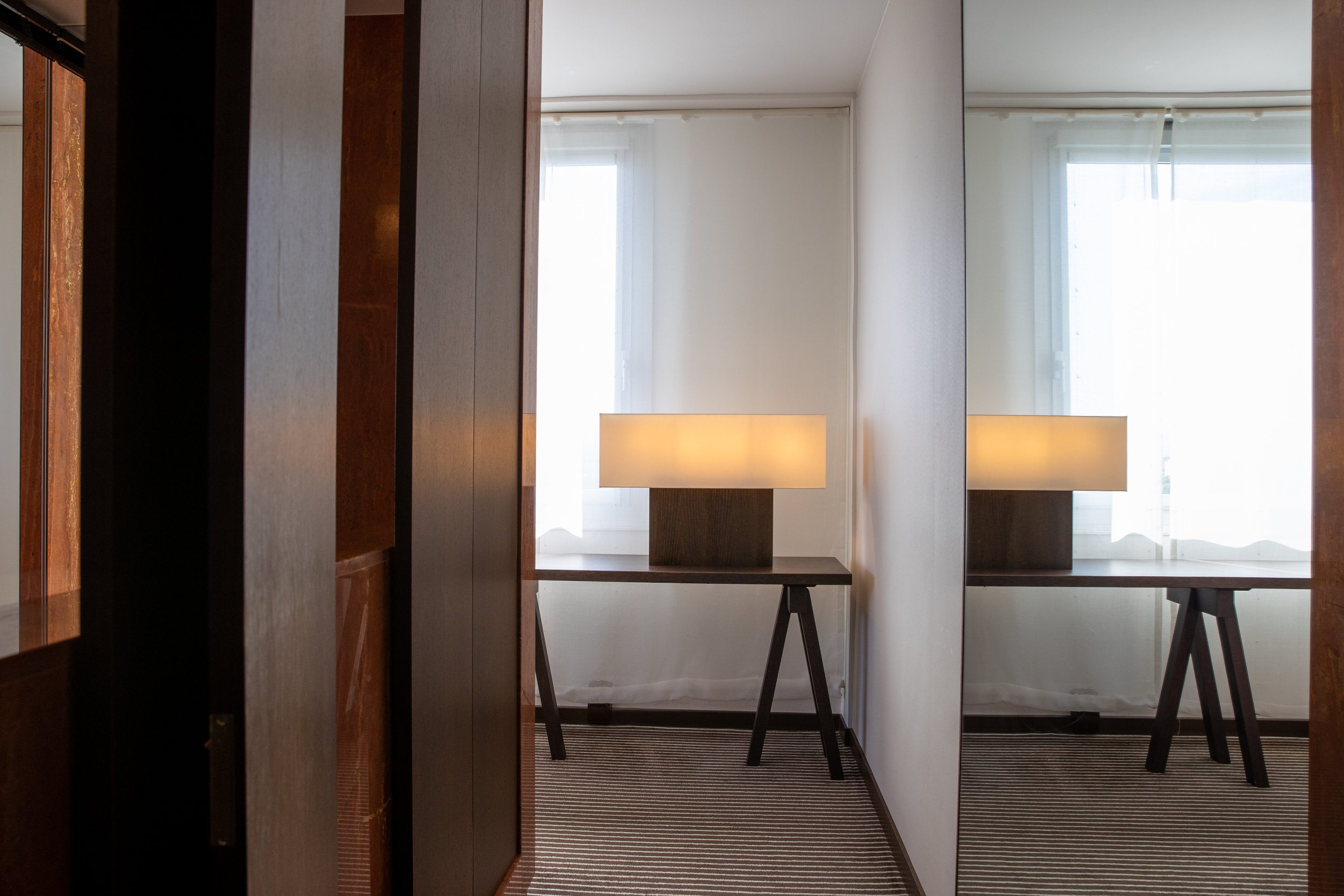 InterContinental-Geneva-Suites-and-rooms-Executive-lake-view-room-2