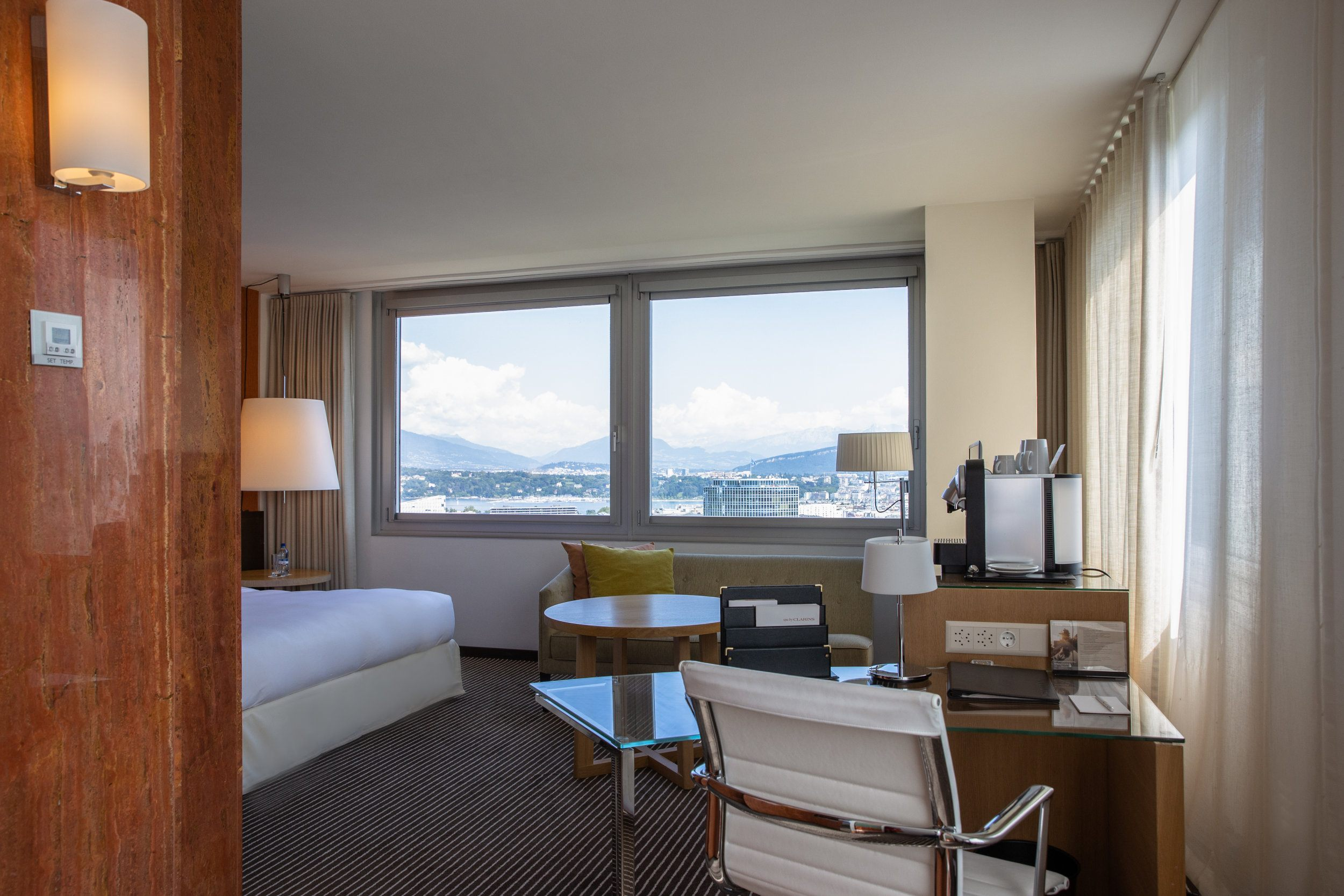 InterContinental-Geneva-Suites-and-rooms-Executive-lake-view-room-4
