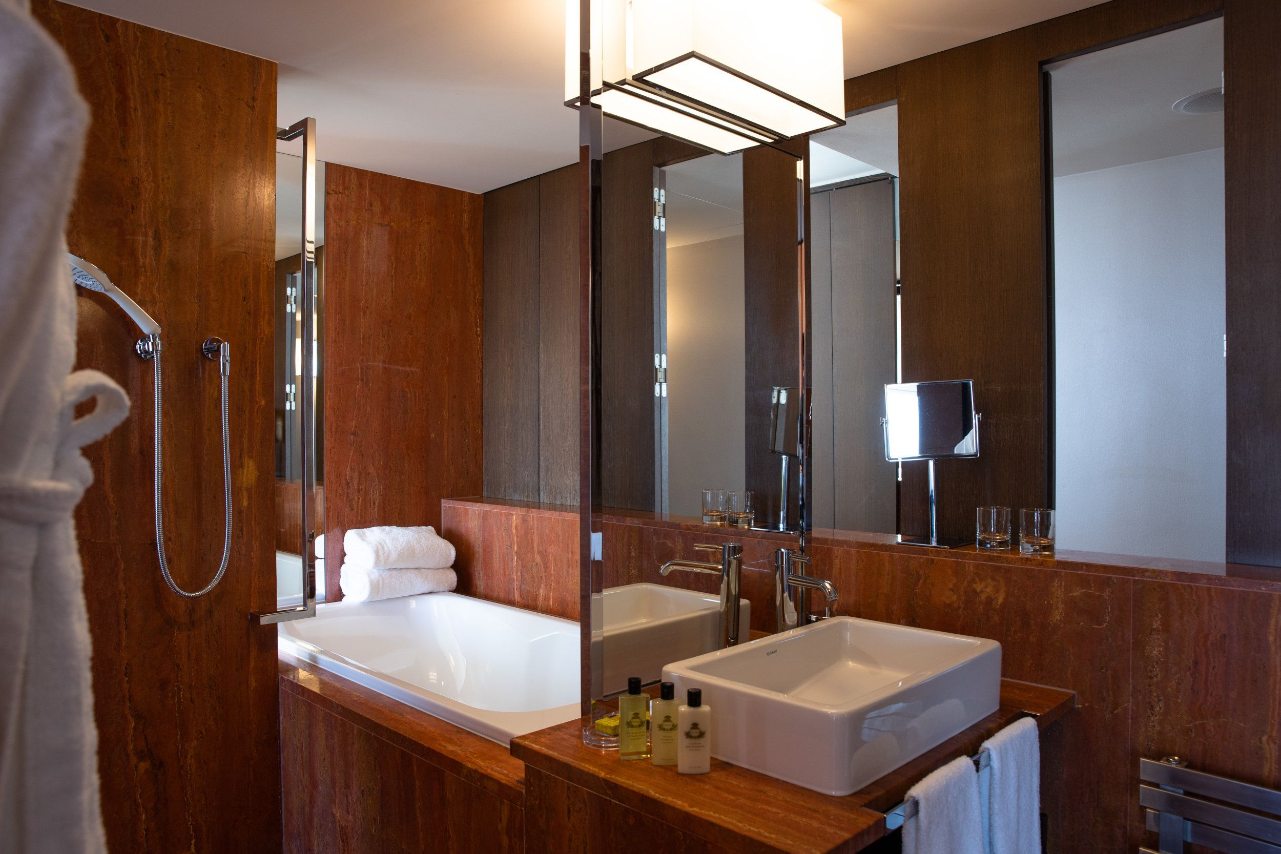 InterContinental-Geneva-Suites-and-rooms-Executive-lake-view-room-5